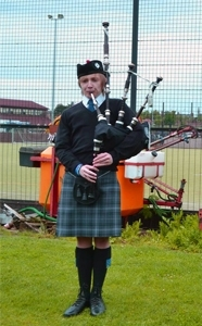 northumberland bagpiper hire