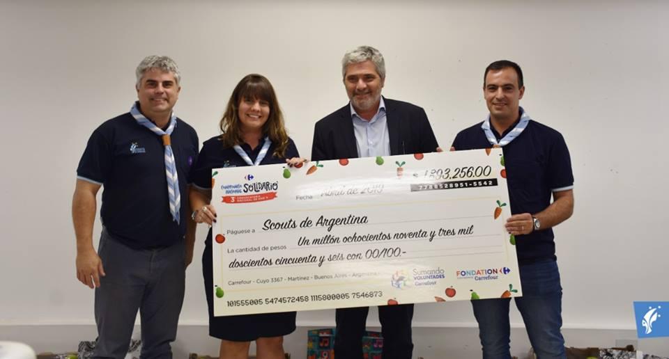 Entrega simbólica del premio de financiamiento ¡Al Fuego!
