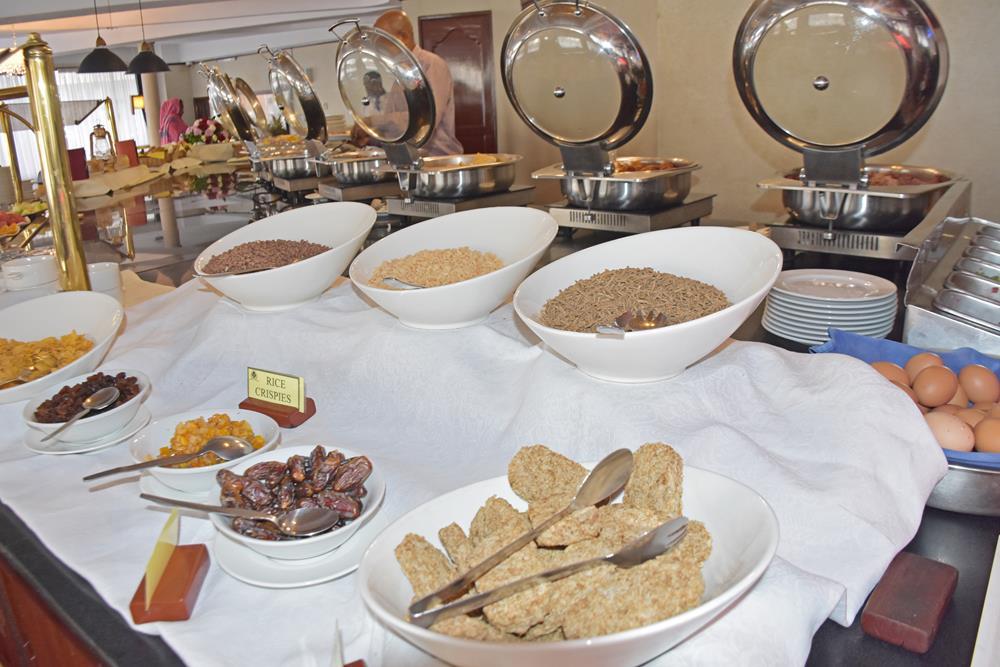 Nairobi_Safari_Club_breakfast_buffet