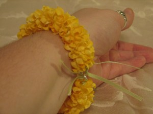The finished garland bracelet.