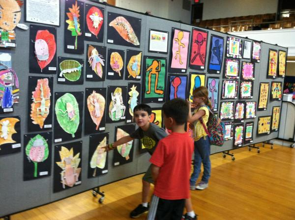 Creative Ways Display Student Artwork - Screenflex