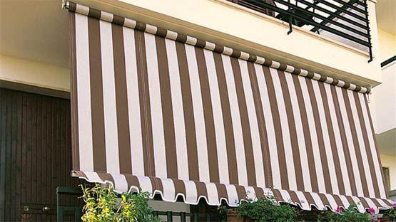Le tende da sole a caduta sono soluzioni che normalmente si possono applicare a balconi, poggioli e porticati. Tenda Da Sole Piu Economica Tipo A Caduta Per Balconi Senza Cassonetto