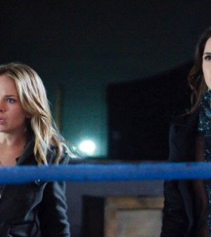 Britt Robertson as Cassie and Shelley Hennig as Diana. Photo: Michael Courtney/The CW ©2012 The CW Network.