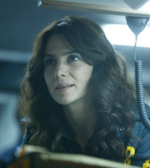 """Parker (Annie Parisse) looks for the followers in the """"The Fall"""" episode of THE FOLLOWING airing Monday, Feb. 25 (9:00-10:00 PM ET/PT) on FOX. ©2013 Fox Broadcasting Co. CR: Craig Blankenhorn/FOX"""