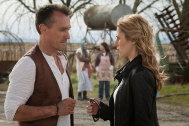 Robert Knepper as Billy Grimm and Alona Tal as Kelly collins in Cult. Image © The CW Network
