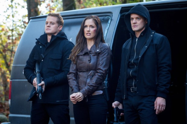 """The Clones (guest stars Alex Miller (L) and Justin Breault (R)) arrive with Valerie (Minka Kelly, C) in the """"Blood Brothers"""" episode of Almost Human. Co. Cr: Liane Hentscher/FOX"""