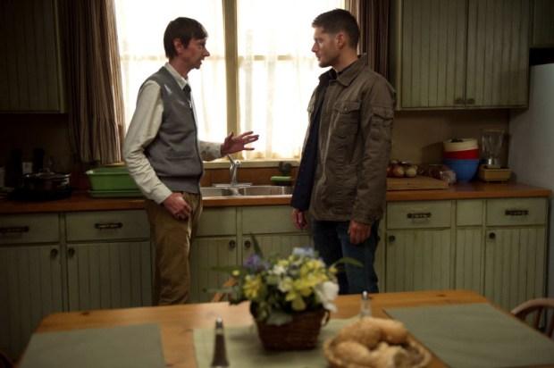 DJ Qualls as Garth and Jensen Ackles as Dean -- Credit: Diyah Pera/The CW -