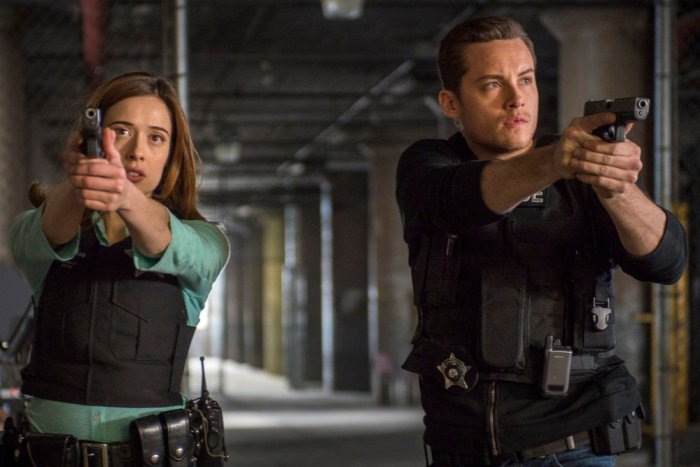 Pictured: (l-r) Marina Squerciati as Kim Burgess, Jesse Lee Soffer as Jay Halstead -- (Photo by: Matt Dinerstein/NBC)