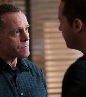 Pictured: (l-r) Jason Beghe as Hank Voight, Jesse Lee Soffer as Jay Halstead -- (Photo by: Matt Dinerstein/NBC)