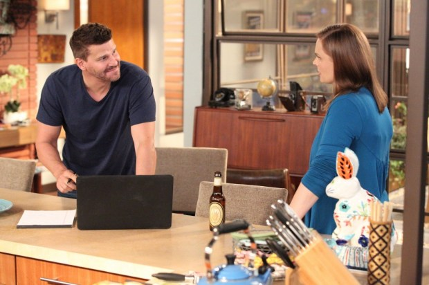 """Brennan (Emily Deschanel, R) welcomes Booth (David Boreanaz, L) home in the """"The Conspiracy in the Corpse."""" Co.  Cr: Adam Taylor/FOX"""