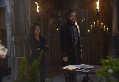Pictured (L-R): Nicole Beharie as Abbie Mills, Tom Mison as Ichabod Crane -- Photo by: Brownie Harris/FOX