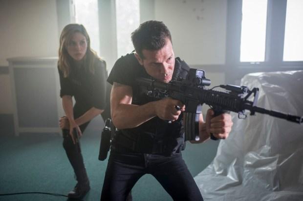 Pictured: (l-r) Sophia Bush as Erin Lindsay, Jon Seda as Antonio Dawson -- (Photo by: Matt Dinerstein/NBC)