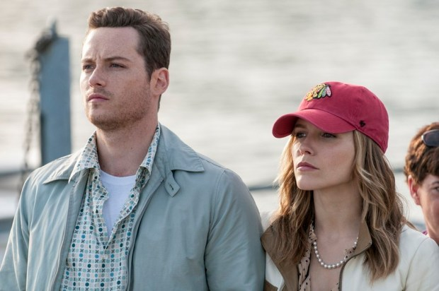 Pictured:(l-r) Jesse Lee Soffer as Jay Halstead, Sophia Bush as Erin Lindsay -- (Photo by: Matt Dinerstein/NBC)