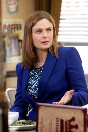Emily Deschanel as Brennan   Co. Cr: Patrick McElhenney/FOX