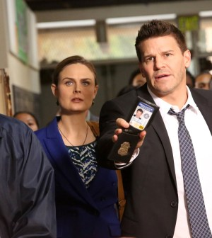 (Emily Deschanel, L) and Booth (David Boreanaz, R). Co. Cr: Patrick McElhenney/FOX