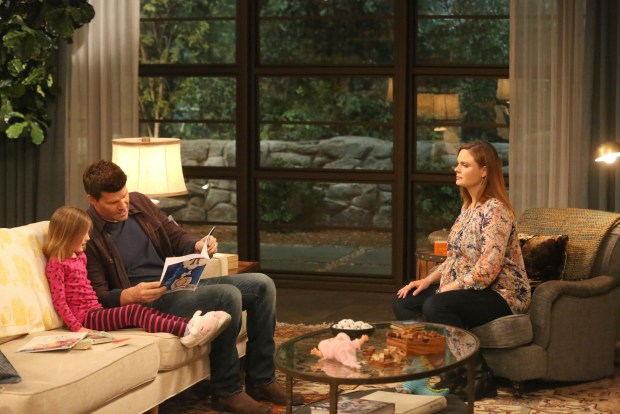 "BONES:  Booth (David Boreanaz, C) works hard to regain Brennan's (Emily Deschanel, R) trust in the ""The Life in the Light"" episode 