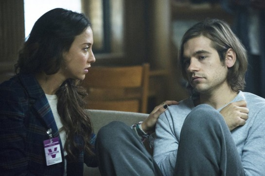 "THE MAGICIANS -- ""The World in the Walls"" Episode 104 -- Pictured: (l-r) Stella Maeve as Julia, Jason Ralph as Quentin -- (Photo by: Carole Segal/Syfy)"