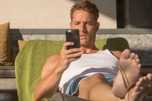 """THIS IS US -- """"The Pool"""" Episode 104 -- Pictured: Justin Hartley as Kevin -- (Photo by: Ron Batzdorff/NBC)"""