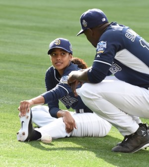 """PITCH: L-R: Kylie Bunbury and Mo McRae in the all-new """"Alfonzo Guzman-Chavez"""" episode of PITCH   Cr: Ray Mickshaw / FOX."""