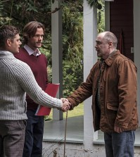 Pictured (L-R): Jensen Ackles as Dean, Jared Padalecki as Sam and William MacDonald as Abraham Peterson -- Photo: Robert Falconer/The CW