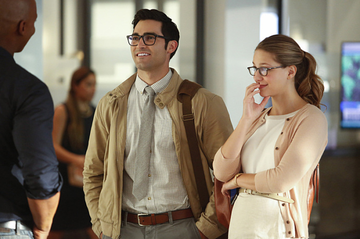 Pictured (L_R) Tyler Hoechlin as Clark and Melissa Benoist Kara -- Photo: Bettina Strauss/The CW