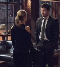 """Arrow -- """"Dangerous Liaisons"""" Pictured (L-R): Emily Bett Rickards as Felicity Smoak and Stephen Amell as Oliver Queen/The Green Arrow -- Photo: Diyah Pera/The CW"""