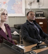 """iZombie -- """"Dirt Nap Time"""" Pictured (L-R): Rose McIver as Liv and Malcolm Goodwin as Clive -- Photo: Eric Milner/The CW"""