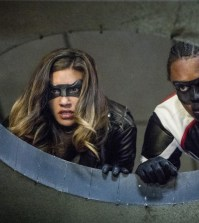 """Arrow -- """"Honor Thy Fathers""""  Pictured (L-R): Juliana Harkavy as Tina Boland/Dinah Drake and Echo Kellum as Curtis Holt/Mr.Terrific -- Photo: Jack Rowand/The CW"""
