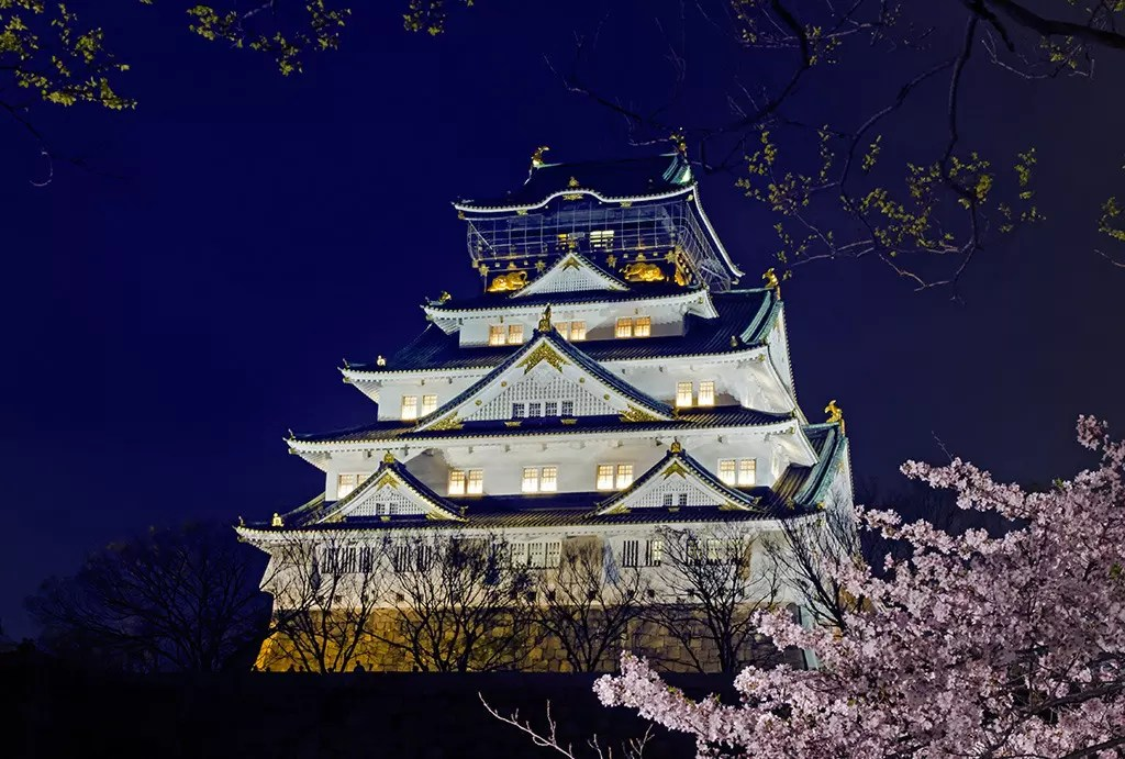 Osaka Castle and Sakura.