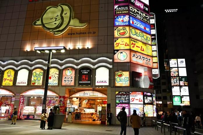 Visiting Kamurocho! Playground of the Yakuza! | Entertainment Center