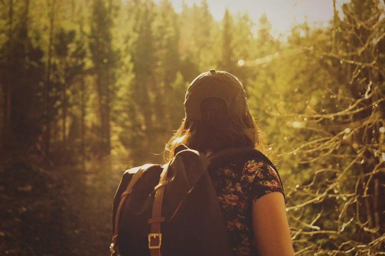 10 must-know solo traveling tips