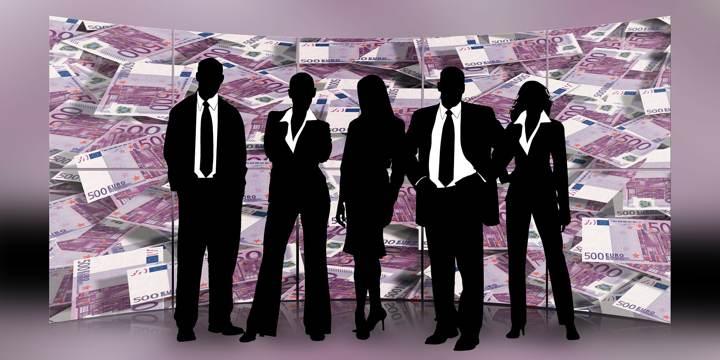 Libro di economia e business: un gruppo di professionisti