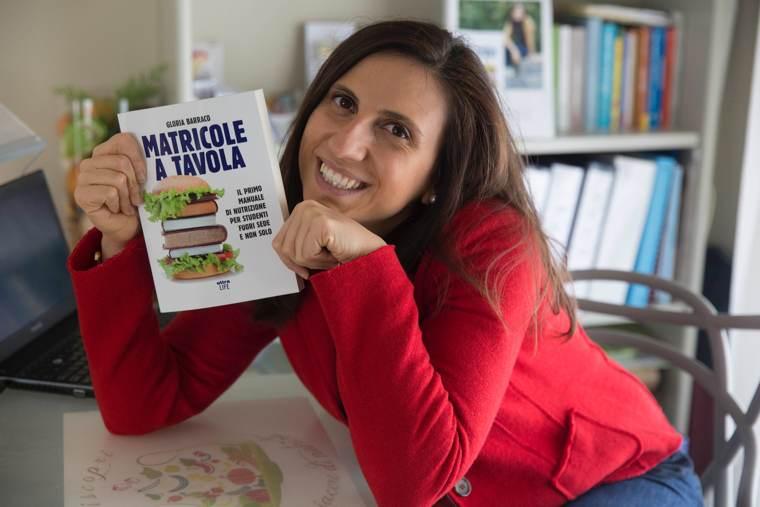 Gloria Barraco con il suo libro MATRICOLE A TAVOLA