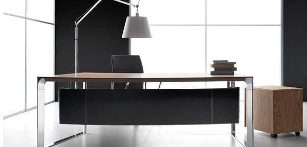 Vediamo ora alcuni esempi di scrivanie da ufficio di design, scelte per la loro bellezza, per la funzionalità promessa e per il buon rapporto di qualità. Scrivanie Moderne Per Uffici Manageriali Moderni Di Design