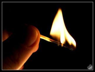 Risultati immagini per fiammifero acceso disegno mano
