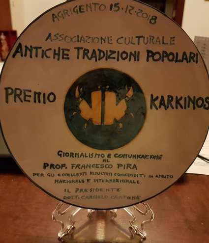Agrigento Premio Karkinos 2018 La ceramica consegnata al Professor Francesco Pira