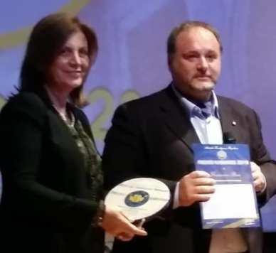 Agrigento Premio Karkinos 2018 L'onorevole Margherita La Rocca Ruvolo consegna il Premio al Professor Francesco Pira