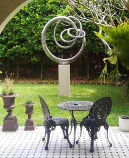 Sculptura-Grace-Courtyard-500