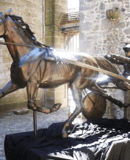 Trotteur bronze sculpture from Sculptura by Christian Maas