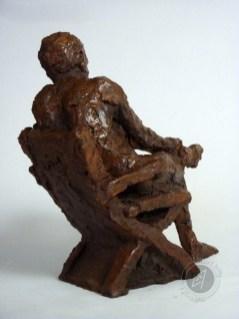 """""""Homme assis"""" 2011 (argile patinée)"""
