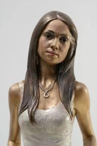Statua-in-bronzo-donna-ragazza-domenicana-Carmen_9