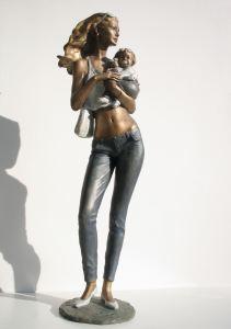 156-Mamma-Denjse-b-cod.156-cm.76x23x18-anno-2005-statua-donna-maternità