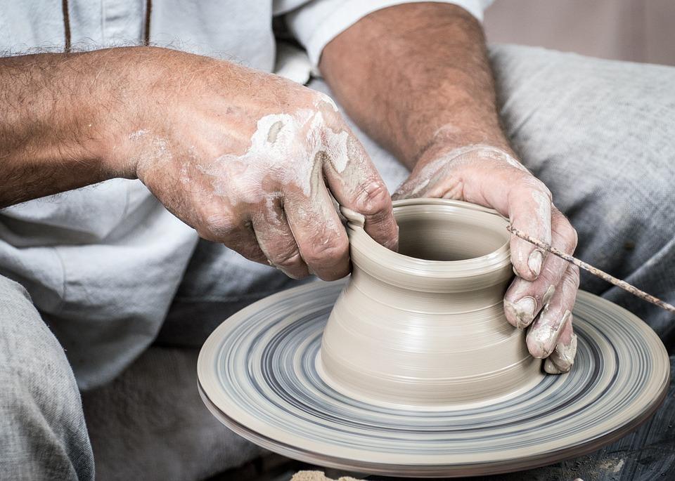 C., raggiunse l'apice della qualità e della finezza tra il 1000 e il 1300. Quali Sono Le Differenze Tra La Ceramica E La Porcellana Scuola Di Pittura E Design A Roma