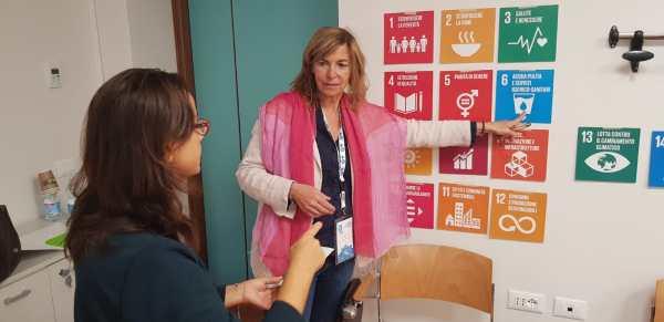 La ricercatrice Isabel De Maurissens durante uno dei suoi workshop sull'analisi visuale