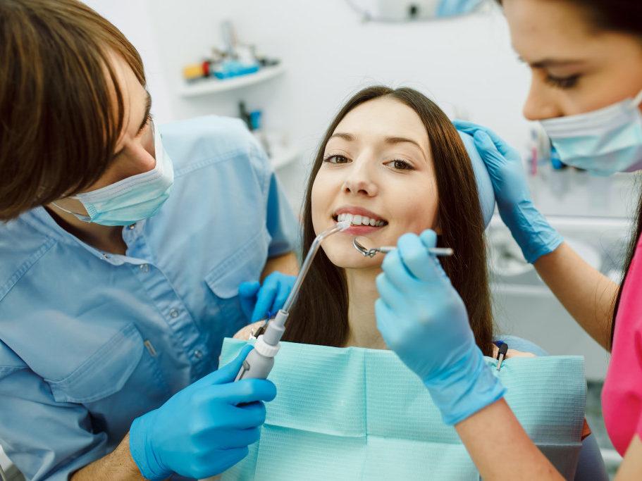 Assistente alla Poltrona Di Studio Odontoiatrico