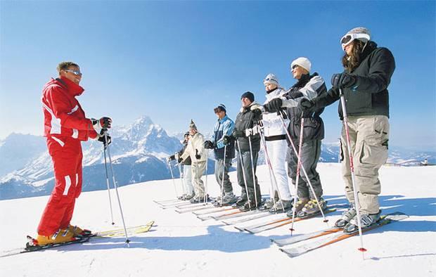 Итальянской лыжи школа Лыжная школа лыж Пинцоло Пинцоло Val Rendena