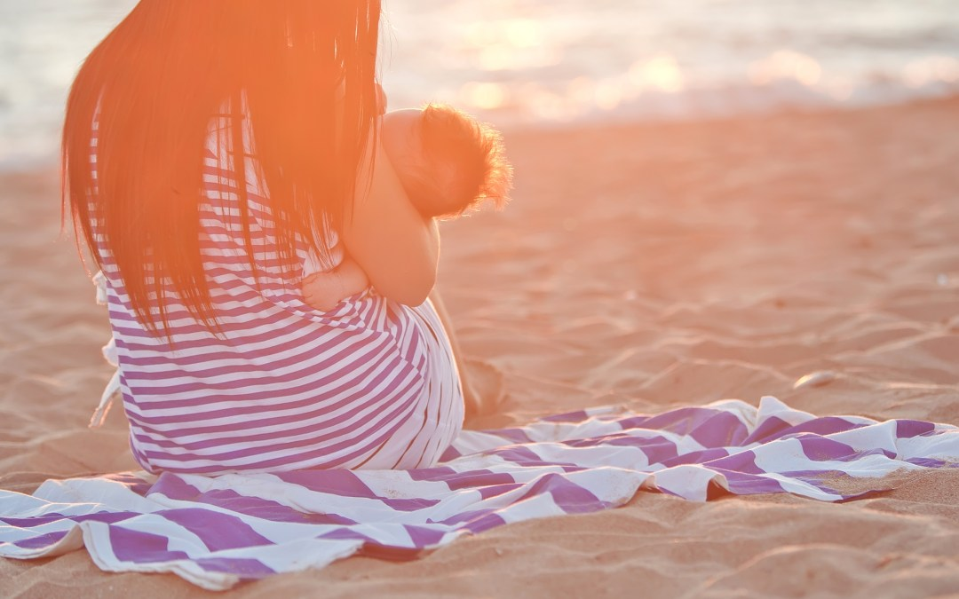 5 Tips for breastfeeding at the beach