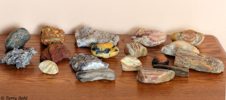 Large agates, chalcedony, etc. - South Dakota Rockhound