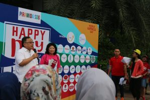 Minister Bambang Brodjonegoro and UID Indonesia President Mari Elka Pangestu address the crowd