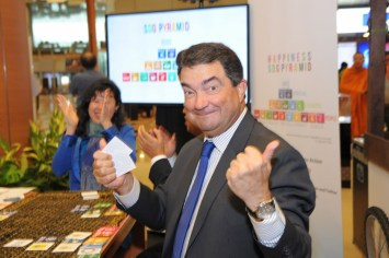 Portugal Ambassador H.E. Luis Joao De Sousa winning the SDG Pyramid game